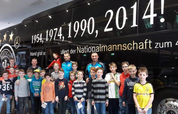 E-Jugend besucht Fußball-Museum