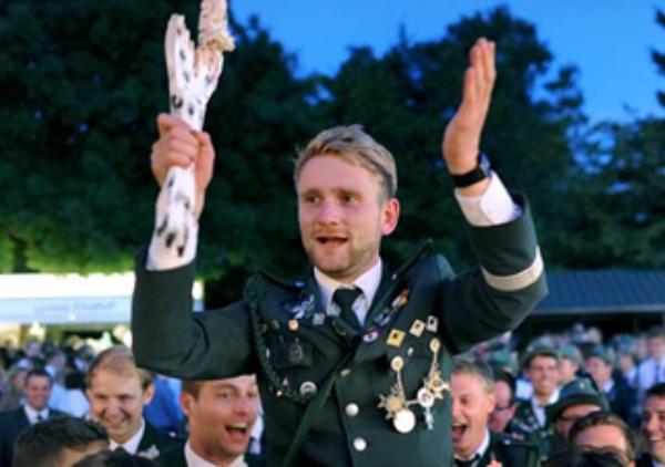 Fortuna gratuliert Niklas Jakobi zum Königsschuss